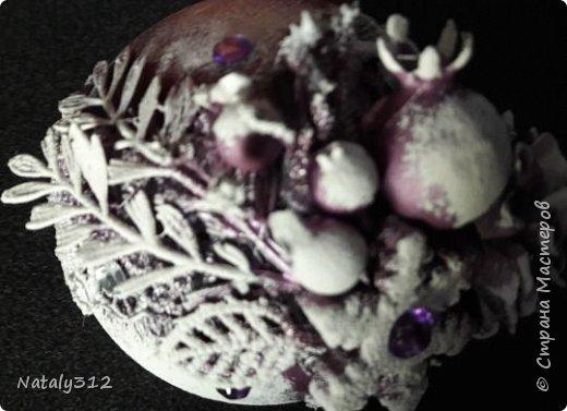 Оформила конфетницу для принцессы. К моему величайшему сожалению, цвет кареты камера передать никак не захотела. На самом деле цвет переливается сине-фиолетовыми оттенками. фото 11