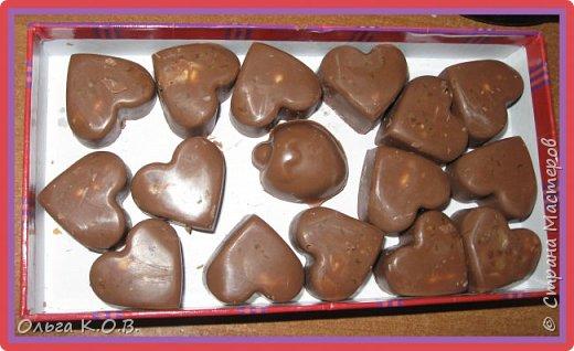 С карамелью и орехами молочный шоколад