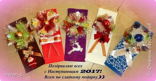 Всем тёплый привет! Через два дня наступает Новый год! Ура,ура,ура!!! В этом году в качестве небольшого сладкого подарочка к Новогоднему празднику оформила шоколадки, которые благополучно уже раздарены друзьям и коллегам)) Люблю доставлять приятные минуты...ведь уже вроде бы мы взрослые и состоявшиеся люди- человеки, но сладким подаркам радуемся, как в детстве малыши ))