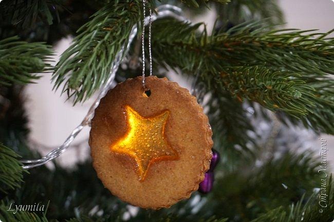 Добрый день, друзья! Поздравляю ВСЕХ жителей СМ с наступающим Новым годом!!! Сегодня с детьми пекли витражное печенье. Такое печенье будет украшением ёлки и праздничного стола! фото 2