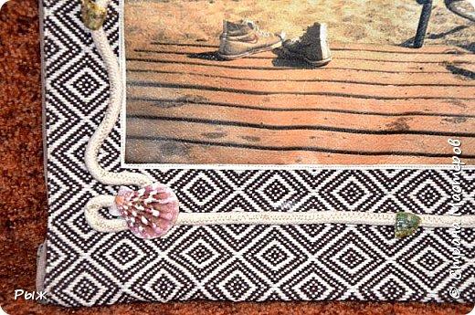 Жил был колпак.Самый обыкновенный, которыми забиты полочки магазинов в предпраздничные дни. Давно была мысль что-нибудь из него сотворить. В прошлом году из него удачно получалась пара башмачков-сувениров.(Идея самих башмачков не моя,посмотрела МК  у  Жданны Сафоновой.Я просто для них использовала колпачки) фото 10