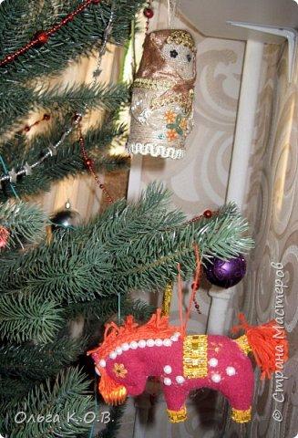 Плакат к НГ и елка с самодельными игрушками фото 17
