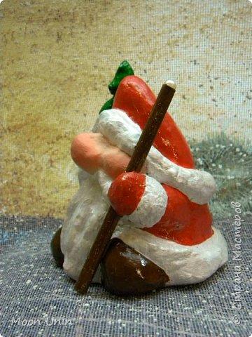 Сегодня у меня Деды Морозы и скандинавские гномики.  Такой гномик - традиционный скандинавский вариант «новогоднего дедушки». В Швеции его зовут Юль Томтен, и внешне он похож на младшего брата Деда Мороза. фото 19
