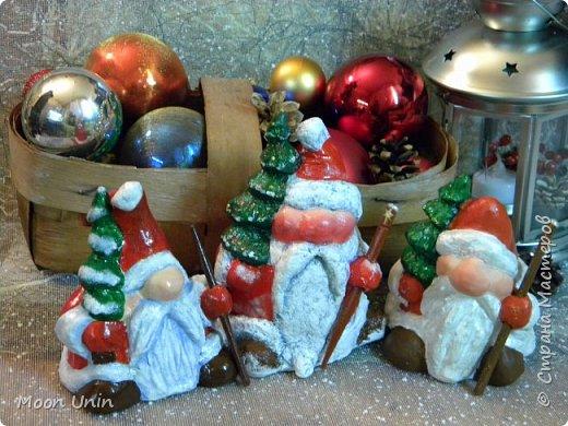 Сегодня у меня Деды Морозы и скандинавские гномики.  Такой гномик - традиционный скандинавский вариант «новогоднего дедушки». В Швеции его зовут Юль Томтен, и внешне он похож на младшего брата Деда Мороза. фото 20