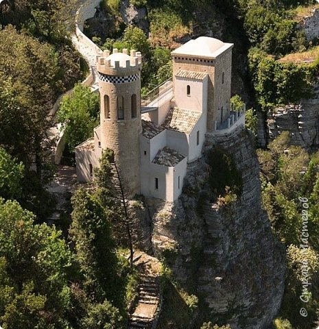 Башня Пеполи (Pepoli) г. Эриче, о. Сицилия, Италия. Размер 25х27х22 см. фото 2