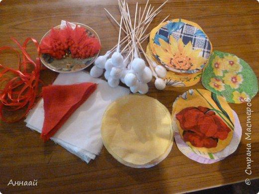 Домашняя Кукла «Солнышко-Масленица»- игровая - на палочке.  Масленица — древний языческий праздник до крещения Руси, привязанный к дню весеннего равноденствия. Отмечалась 7 дней перед равноденствием и 7 дней после и посвящалась поклонению Солнцу, дающему жизнь и силы всему живому. Именно в честь солнца пекли блины — обрядовую пищу.   С введением христианства масленицу стали праздновать в последнюю неделю перед Великим постом, поэтому теперь Масленица выпадает на разные дни в каждом году. Сейчас как раз время делать Масленицу, так как праздник скоро.  фото 4