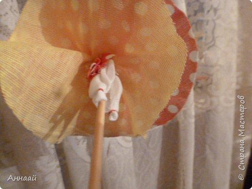 Домашняя Кукла «Солнышко-Масленица»- игровая - на палочке.  Масленица — древний языческий праздник до крещения Руси, привязанный к дню весеннего равноденствия. Отмечалась 7 дней перед равноденствием и 7 дней после и посвящалась поклонению Солнцу, дающему жизнь и силы всему живому. Именно в честь солнца пекли блины — обрядовую пищу.   С введением христианства масленицу стали праздновать в последнюю неделю перед Великим постом, поэтому теперь Масленица выпадает на разные дни в каждом году. Сейчас как раз время делать Масленицу, так как праздник скоро.  фото 34