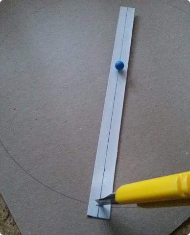 Здравствуйте мои дорогие соседи! Сегодня я расскажу, как вырезать ровно круг из переплетного картона.  фото 11