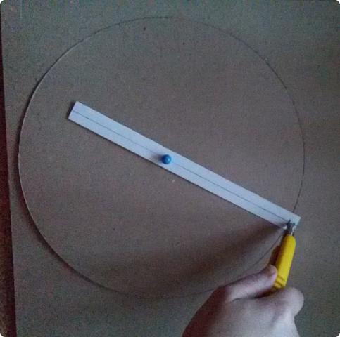 Здравствуйте мои дорогие соседи! Сегодня я расскажу, как вырезать ровно круг из переплетного картона.  фото 12