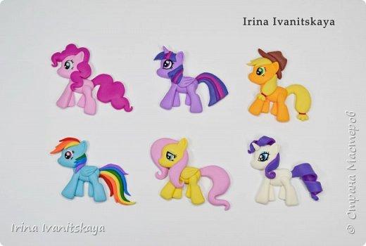 В этом видео я покажу, как лепить фигурки пони по мотивам мультфильма «Мои маленькие пони», простой способ. Такие фигурки хорошо подойдут для декора ложек, чашек и т.д.  Всем приятного просмотра! фото 3