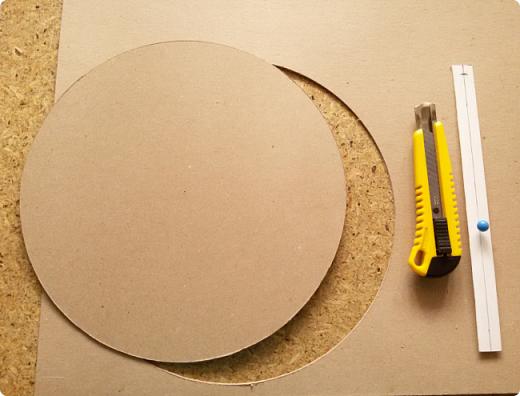 Здравствуйте мои дорогие соседи! Сегодня я расскажу, как вырезать ровно круг из переплетного картона.  фото 13