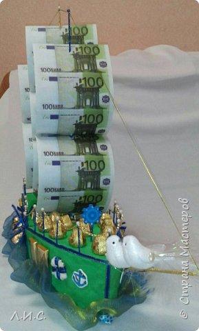 Здравствуйте, уважаемые жители СМ.Представляю вам мой второй кораблик. Он,как и первый, сделан на свадьбу,но уже по просьбе коллеги. Причём обязательным условием были денежные паруса и вообще денежная тематика... фото 2