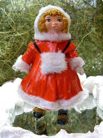 Всем привет! Продолжаю новогодне-зимнюю тему. Сегодня хочу показать вам девочку на коньках, немного винтажную;) фото 1