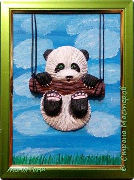 Здравствуйте!  Я с новыми работами.  Слепила панду по иллюстрации Kayoni Harai и брошь из полимерной глины енотика.  фото 2