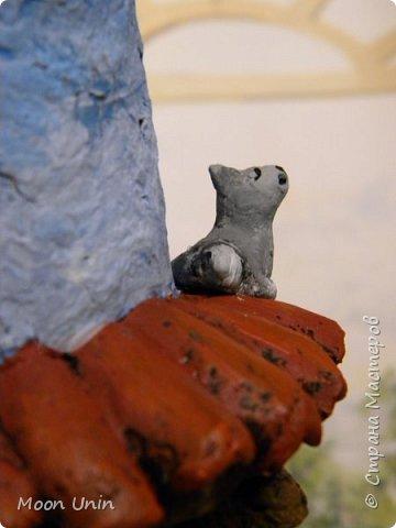 Всем привет! В сторону новогодние поделки!)), покажу какой я сделала домик. Домик на плитке. Почему на плитке? Сейчас расскажу. Потому, что такие домики делают на керамической плитке для кровли. Как вы понимаете, достать такую плитку мне негде) И что? Не отказываться же из-за этого от мечты иметь свой такой домик!)) фото 21