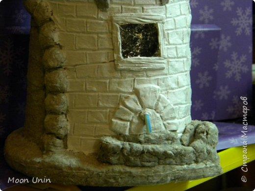 Всем привет! В сторону новогодние поделки!)), покажу какой я сделала домик. Домик на плитке. Почему на плитке? Сейчас расскажу. Потому, что такие домики делают на керамической плитке для кровли. Как вы понимаете, достать такую плитку мне негде) И что? Не отказываться же из-за этого от мечты иметь свой такой домик!)) фото 5