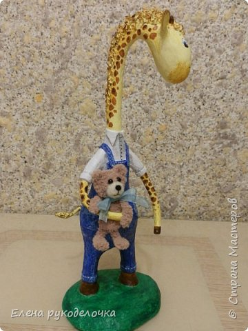 Продолжаю утилизировать перегоревшие лампочки. На этот раз сделала жирафика - интерьерную игрушку. Подойдёт для детской комнаты маленького мальчика. Рост 28 см. фото 6