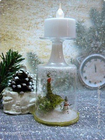 Всем привет! Ну, что друзья, не унываем, руки не опускаем, продолжаем работать с прежним энтузиазмом!)) Сегодня я вам покажу одну из моих новогодних свечей. Сделана она из пластиковой рюмочки, кустика мха,  кусочка полимерной глины и сахара. Да-да, сахара, не удивляйтесь)) фото 1
