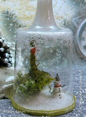 Всем привет! Ну, что друзья, не унываем, руки не опускаем, продолжаем работать с прежним энтузиазмом!)) Сегодня я вам покажу одну из моих новогодних свечей. Сделана она из пластиковой рюмочки, кустика мха,  кусочка полимерной глины и сахара. Да-да, сахара, не удивляйтесь)) фото 6