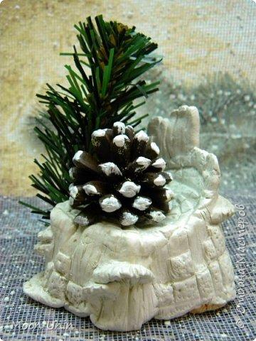 Всем привет! Ну, что друзья, не унываем, руки не опускаем, продолжаем работать с прежним энтузиазмом!)) Сегодня я вам покажу одну из моих новогодних свечей. Сделана она из пластиковой рюмочки, кустика мха,  кусочка полимерной глины и сахара. Да-да, сахара, не удивляйтесь)) фото 9