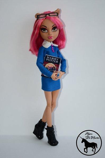 Приветствую всех жителей Страны Мастеров! Сегодня я представлю несколько нарядов для кукол. Во-первых, свадебное платье, туфли, букет и головной убор для куклы МХ. фото 9