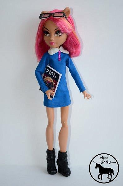 Приветствую всех жителей Страны Мастеров! Сегодня я представлю несколько нарядов для кукол. Во-первых, свадебное платье, туфли, букет и головной убор для куклы МХ. фото 10