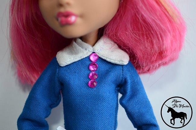 Приветствую всех жителей Страны Мастеров! Сегодня я представлю несколько нарядов для кукол. Во-первых, свадебное платье, туфли, букет и головной убор для куклы МХ. фото 12