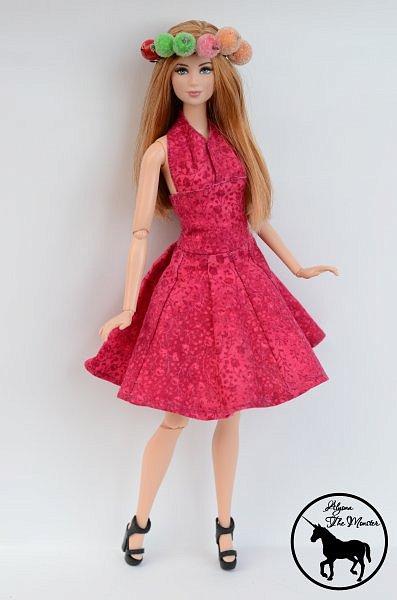 Приветствую всех жителей Страны Мастеров! Сегодня я представлю несколько нарядов для кукол. Во-первых, свадебное платье, туфли, букет и головной убор для куклы МХ. фото 13