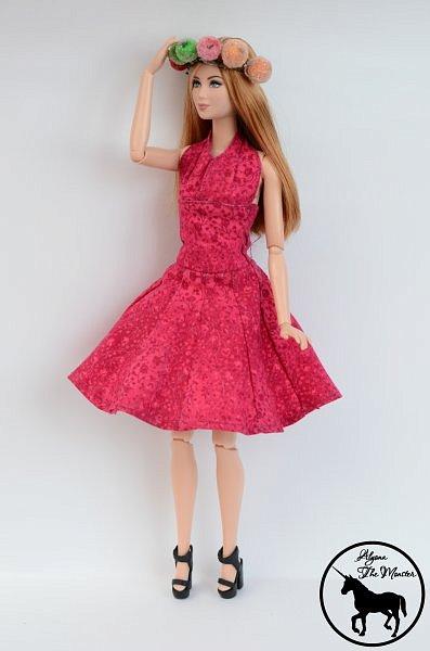 Приветствую всех жителей Страны Мастеров! Сегодня я представлю несколько нарядов для кукол. Во-первых, свадебное платье, туфли, букет и головной убор для куклы МХ. фото 14