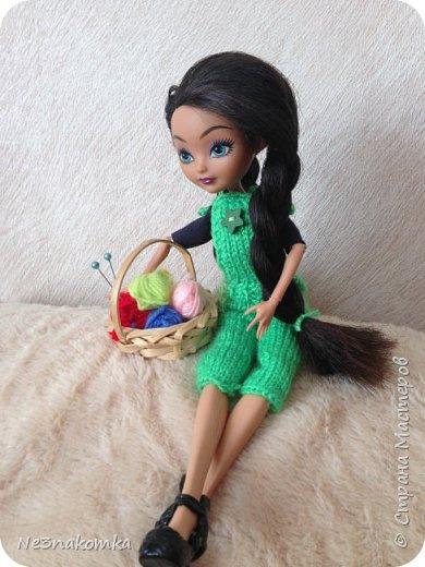 """Всем привеееет! Хочу поблагодарить всех, кто поделился мастер-классами  и вдохновил на создание этой коллекции. На днях я побывала в гостях у своей крестной дочки Алины и она познакомила меня со своими куклами. Они мне очень понравились и очень захотелось обновить им гардероб. В моем детстве таких красоток не было. Куклы """"Барби"""" только начинали свое существование. И помню с каким удовольствием я придумывала им детали интерьера и шила новые наряды. Честно говоря, очень захотелось вновь окунуться в детство и заодно порадовать свою крестницу. Очень меня это увлекло - результат отдаю Вам на - """"суд"""" - модный суд фото 32"""
