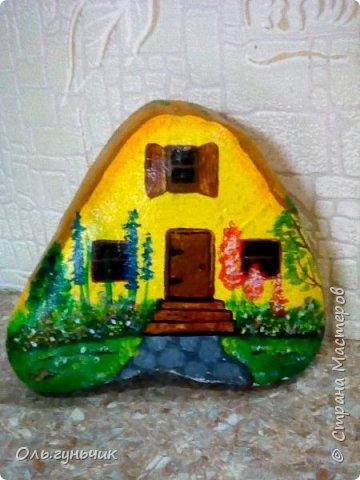 Привет всем жителям нашей любимой Страны Мастеров! Хочу показать вам мои каменные домики, которые я разрисовала для украшения своей дачи))) Рисовать совсем не умею, так что не судите строго))) Уж что получилось... фото 16