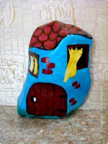 Привет всем жителям нашей любимой Страны Мастеров! Хочу показать вам мои каменные домики, которые я разрисовала для украшения своей дачи))) Рисовать совсем не умею, так что не судите строго))) Уж что получилось... фото 19