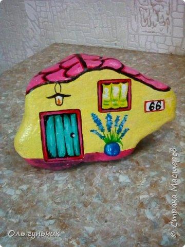 Привет всем жителям нашей любимой Страны Мастеров! Хочу показать вам мои каменные домики, которые я разрисовала для украшения своей дачи))) Рисовать совсем не умею, так что не судите строго))) Уж что получилось... фото 23