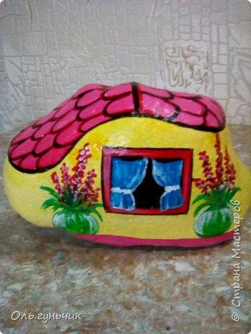 Привет всем жителям нашей любимой Страны Мастеров! Хочу показать вам мои каменные домики, которые я разрисовала для украшения своей дачи))) Рисовать совсем не умею, так что не судите строго))) Уж что получилось... фото 24