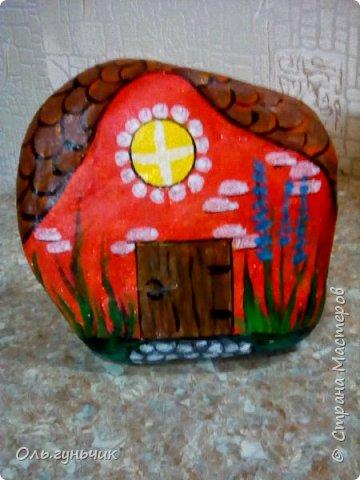 Привет всем жителям нашей любимой Страны Мастеров! Хочу показать вам мои каменные домики, которые я разрисовала для украшения своей дачи))) Рисовать совсем не умею, так что не судите строго))) Уж что получилось... фото 26