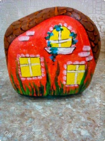 Привет всем жителям нашей любимой Страны Мастеров! Хочу показать вам мои каменные домики, которые я разрисовала для украшения своей дачи))) Рисовать совсем не умею, так что не судите строго))) Уж что получилось... фото 27
