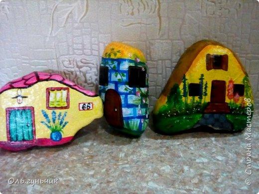 Привет всем жителям нашей любимой Страны Мастеров! Хочу показать вам мои каменные домики, которые я разрисовала для украшения своей дачи))) Рисовать совсем не умею, так что не судите строго))) Уж что получилось... фото 29
