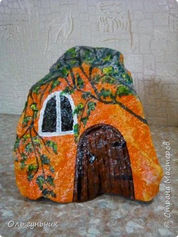 Привет всем жителям нашей любимой Страны Мастеров! Хочу показать вам мои каменные домики, которые я разрисовала для украшения своей дачи))) Рисовать совсем не умею, так что не судите строго))) Уж что получилось... фото 10