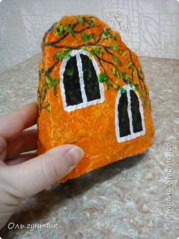Привет всем жителям нашей любимой Страны Мастеров! Хочу показать вам мои каменные домики, которые я разрисовала для украшения своей дачи))) Рисовать совсем не умею, так что не судите строго))) Уж что получилось... фото 12
