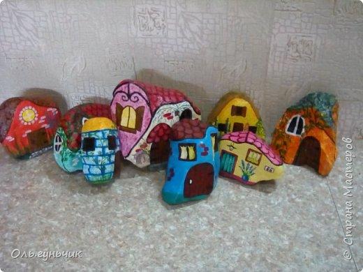 Привет всем жителям нашей любимой Страны Мастеров! Хочу показать вам мои каменные домики, которые я разрисовала для украшения своей дачи))) Рисовать совсем не умею, так что не судите строго))) Уж что получилось... фото 30
