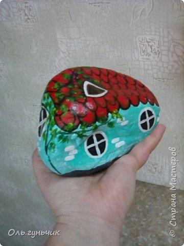 Привет всем жителям нашей любимой Страны Мастеров! Хочу показать вам мои каменные домики, которые я разрисовала для украшения своей дачи))) Рисовать совсем не умею, так что не судите строго))) Уж что получилось... фото 32