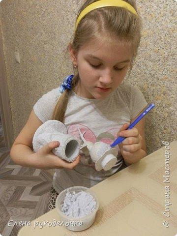 С дочкой готовились к творческому проекту, осталось много фотографий процесса, решила сделать ещё один МК. Этого совёнка делала моя дочка (12 лет), а я ей помогала. Подсказывала что куда и кое что исправляла. фото 17