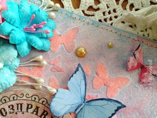 """Добрый день! Новая весенняя открытка. Здесь фон сделан с нуля. Бумага для пастели, маска """"бабочки"""", текстурная паста, спреи и акриловая краска.  фото 5"""