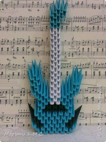 Мое следующее маленькое творение. Гитарка -  20 см на 8 см. Небольшое количество модулей.  Быстро собирается.  Для начинающих в самый раз. Надеюсь, что вам понравится моя гитара.  фото 31