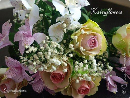 Всем привет! Сегодня я к вам с новой работой! И не просто работой, а подарком моей любимой-любимой бабушке на день рождения! (Бабушка была в восторге).  Сейчас мои цветы выглядят намного лучше, чем мои первые цветы из фоамирана! А на них я даже смотреть не хочу! Сразу стыдно становится! фото 9