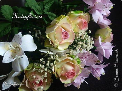 Всем привет! Сегодня я к вам с новой работой! И не просто работой, а подарком моей любимой-любимой бабушке на день рождения! (Бабушка была в восторге).  Сейчас мои цветы выглядят намного лучше, чем мои первые цветы из фоамирана! А на них я даже смотреть не хочу! Сразу стыдно становится! фото 3