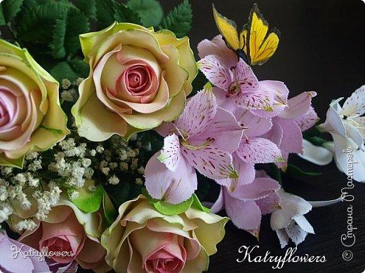 Всем привет! Сегодня я к вам с новой работой! И не просто работой, а подарком моей любимой-любимой бабушке на день рождения! (Бабушка была в восторге).  Сейчас мои цветы выглядят намного лучше, чем мои первые цветы из фоамирана! А на них я даже смотреть не хочу! Сразу стыдно становится! фото 6