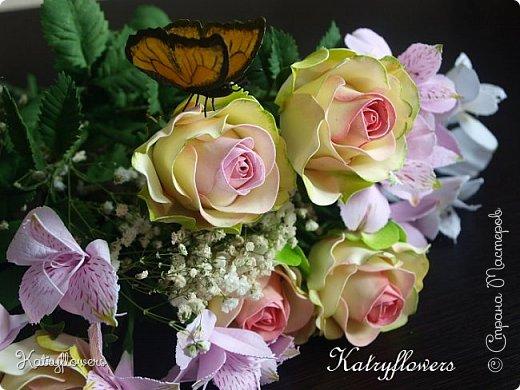 Всем привет! Сегодня я к вам с новой работой! И не просто работой, а подарком моей любимой-любимой бабушке на день рождения! (Бабушка была в восторге).  Сейчас мои цветы выглядят намного лучше, чем мои первые цветы из фоамирана! А на них я даже смотреть не хочу! Сразу стыдно становится! фото 7