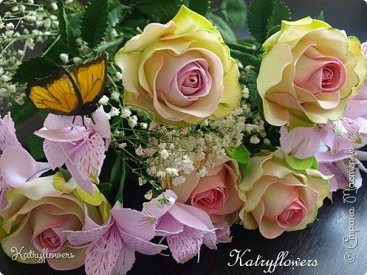 Всем привет! Сегодня я к вам с новой работой! И не просто работой, а подарком моей любимой-любимой бабушке на день рождения! (Бабушка была в восторге).  Сейчас мои цветы выглядят намного лучше, чем мои первые цветы из фоамирана! А на них я даже смотреть не хочу! Сразу стыдно становится! фото 8