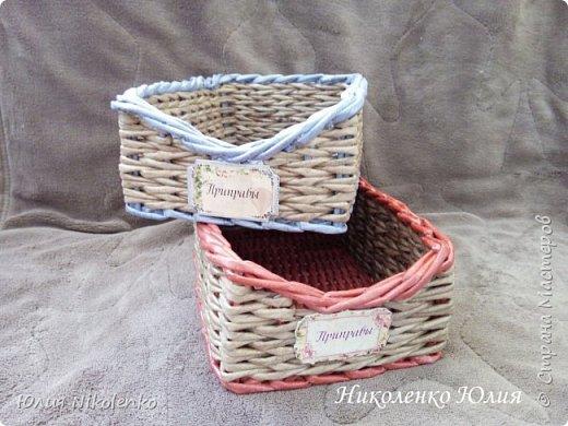 Плетеная корзинка для специй и пряных трав очень удобная и нужная вещица на кухне. Прочная, легкая, удобная и довольно вместительная корзинка для кухни поможет держать в порядке пакетики со специями и пряными травами. фото 8